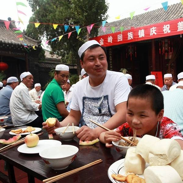 zibo muslim I recommend you go to local yilin food city (伊林美食城) to have a try there you will have many choices.