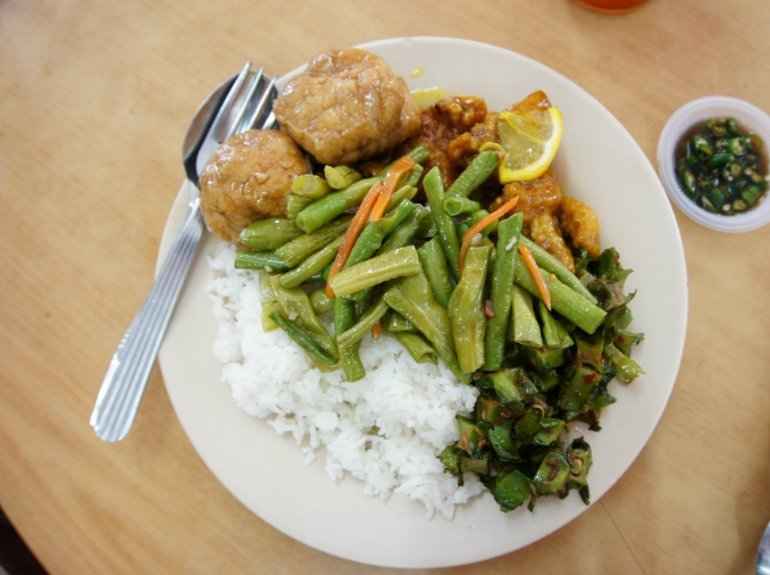 what-to-eat-lucky-garden-bangsar-loke-tin-mix-rice-lemon-chicken.jpg
